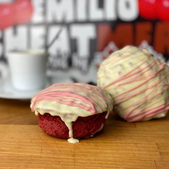 Emilios Red Velvet de chocolate blanco con fresa