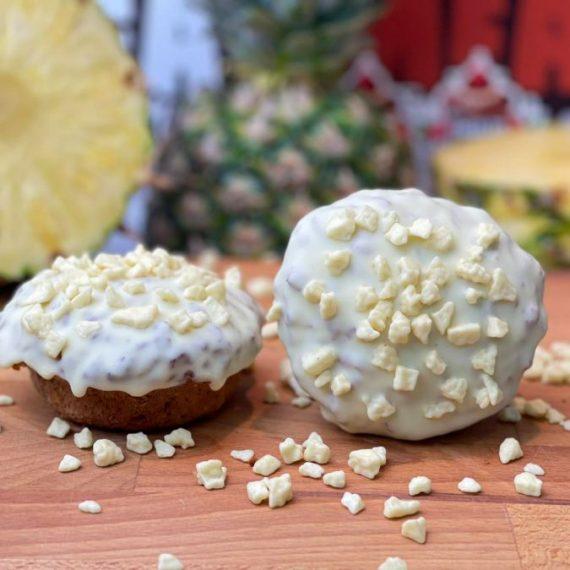 Emilios con piña y chocolate blanco